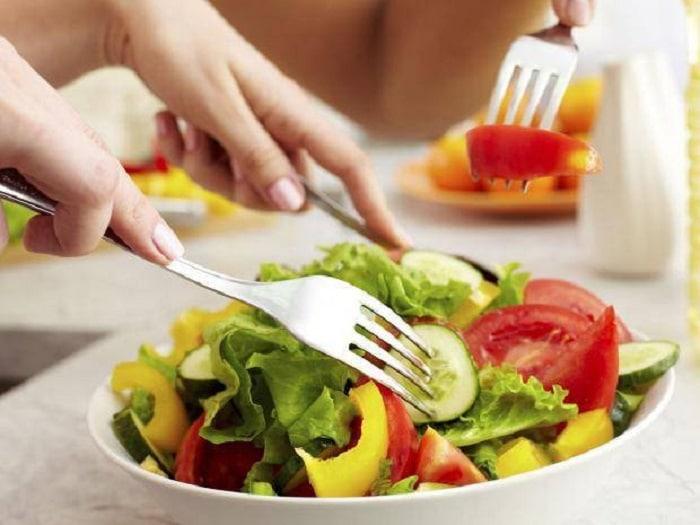 ăn nhiều rau hạn chế tinh bột vào buổi tối