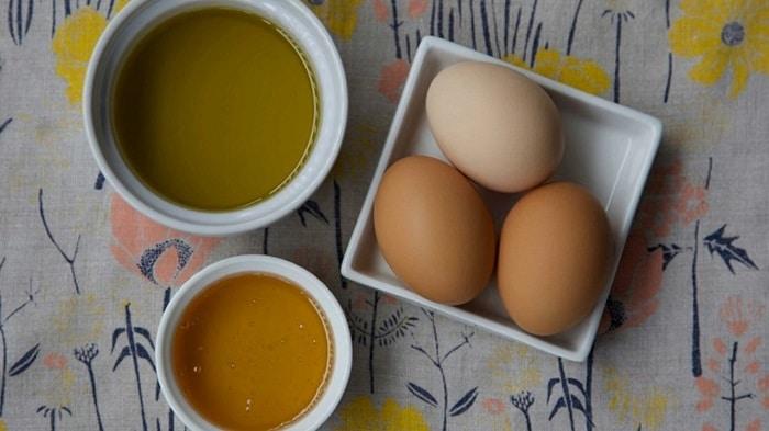 mặt nạ lòng trắng trứng gà và dầu oliu