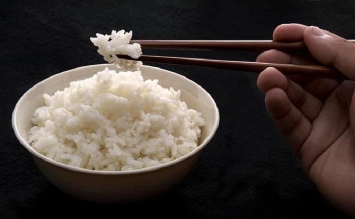 1 chén cơm trắng bao nhiêu calo