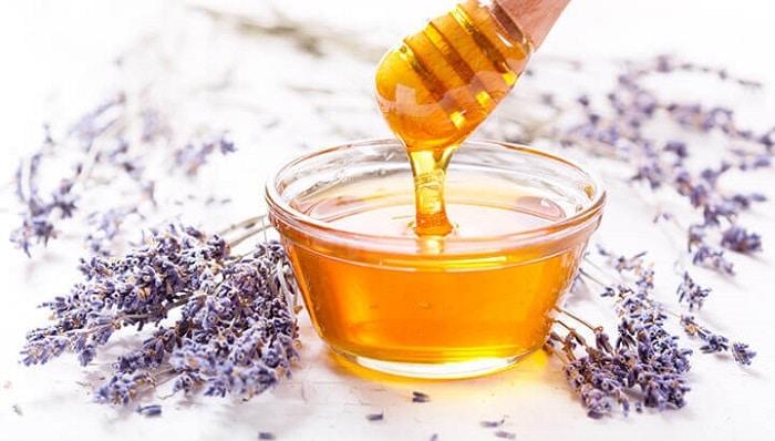 Kết hợp với đường thì mặt nạ se khít lỗ chân lông bằng mật ong hiệu quả hơn.