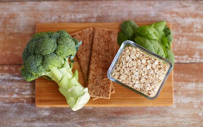Yến mạch nấu cháo và làm salad bông cải giúp giảm cân.
