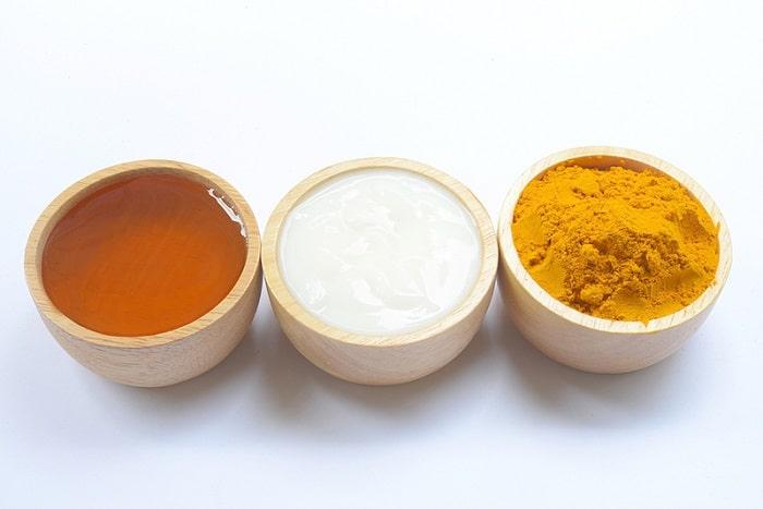 Trị nám da mặt bằng nghệ tươi và sữa chua