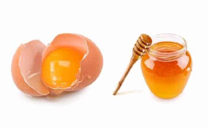 Mặt nạ lòng đỏ trứng gà và mật ong.