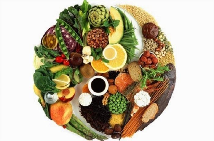 Bổ sung đầy đủ đạm, bột đường, chất béo, vitamin và khoáng chất trong khẩu phần ăn hàng ngày.