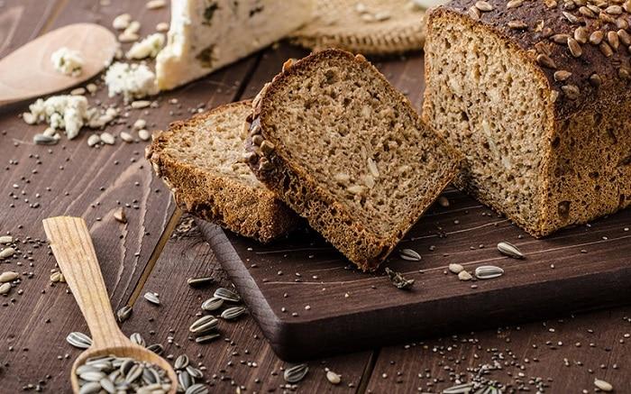 Bánh mì nguyên hạt.