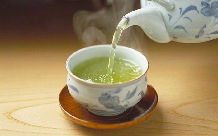 Nếu có thói quen uống trà thì hãy đợi ăn xong 30 phút nhé.