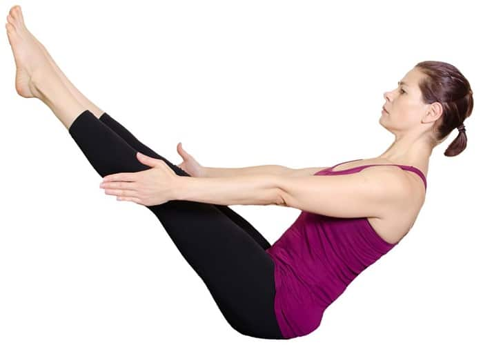 Bài tập yoga tư thế con thuyền giúp giảm mỡ.