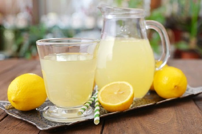 Uống nước chanh pha loãng giảm cân.