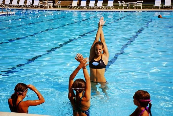 Bơi lội – bộ môn thể thao tốt cho sức khỏe và tăng trưởng chiều cao.