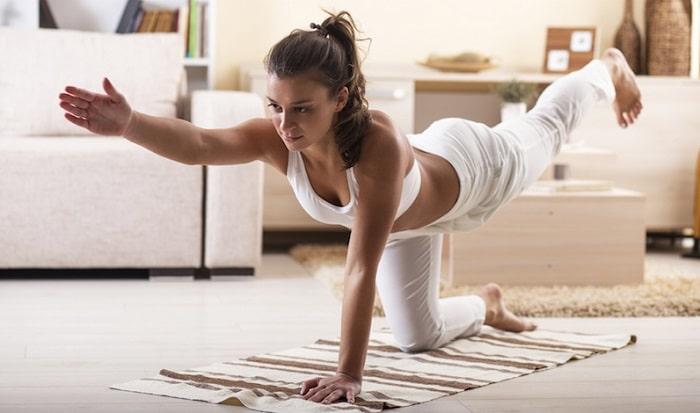 Tự tập Yoga tại nhà cũng là cách để hỗ trợ bạn giảm cân hiệu quả.