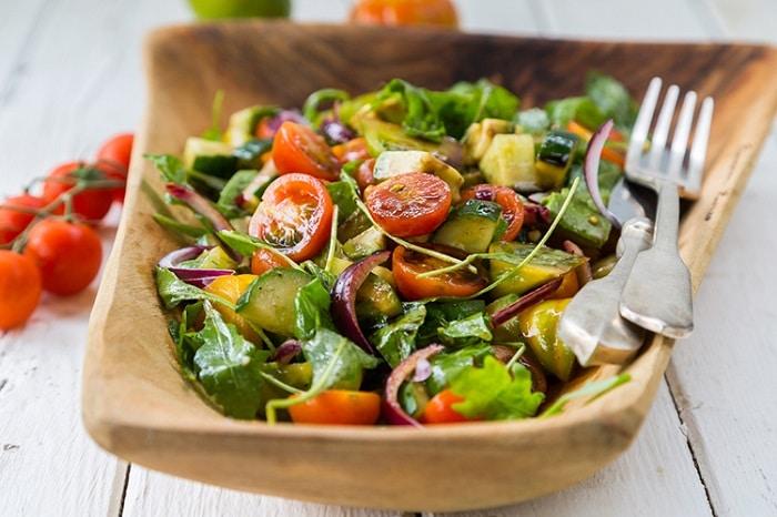 Salad cà chua và rau củ giảm cân