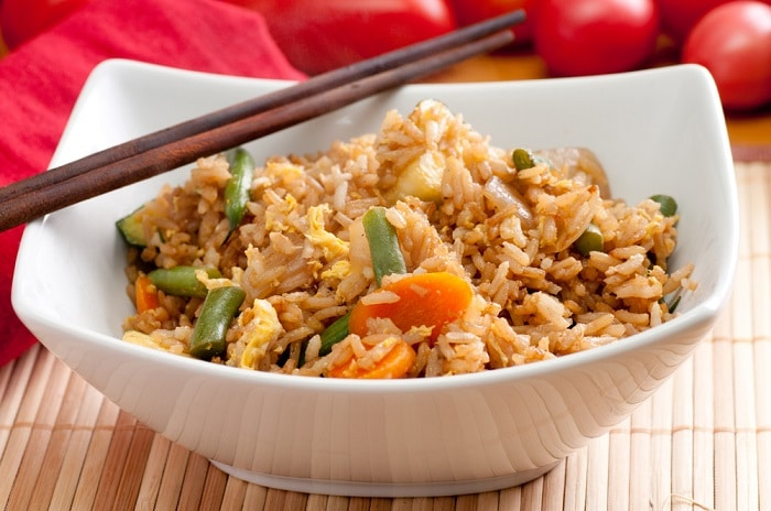 Nếu như 1 chén cơm nhỏ ăn không đủ no, mẹ có thể nghĩ đến gạo lứt để thay gạo trắng .