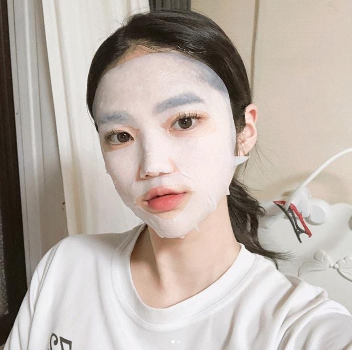 Nếu không rửa mặt sạch, mà đắp mặt nạ thì bạn sẽ bị nổi mụn.
