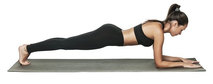 Động tác tự tập yoga tại nhà này giúp giảm mỡ bụng một cách hữu hiệu.