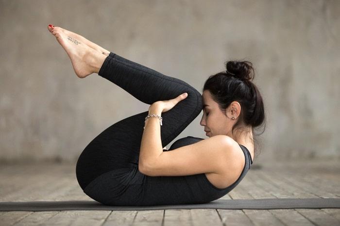 Tự tập yoga tại nhà với động tác nằm xả hơi.