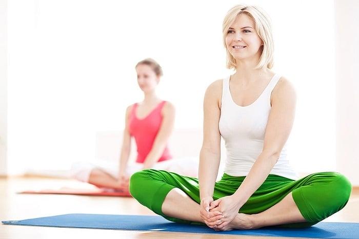 Điều chỉnh nhịp thở đều đặn và làm cơ thể săn chắc hơn khi tập yoga.
