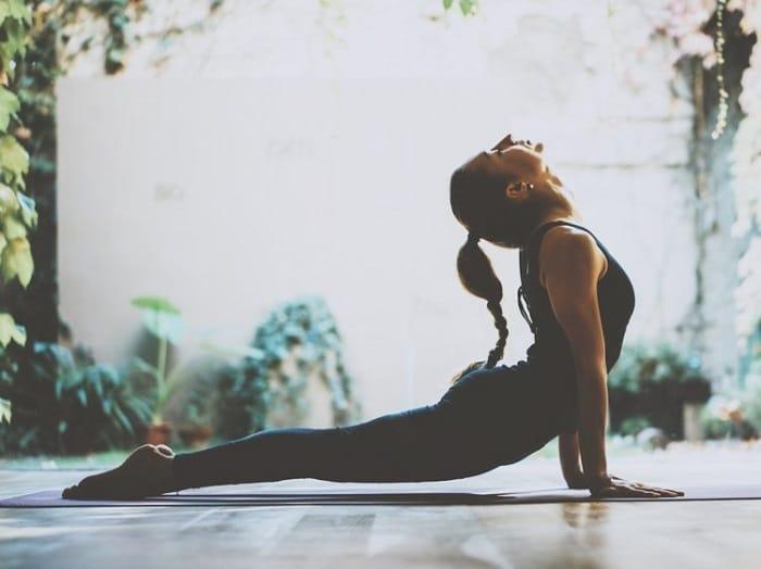 Các bạn trẻ có thể bắt đầu tập yoga từ ngay bây giờ đi thôi!