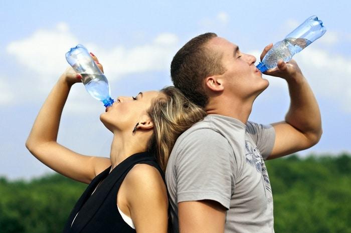 Uống đủ nước hoặc nhiều hơn nếu cường độ tập luyện cao hơn.