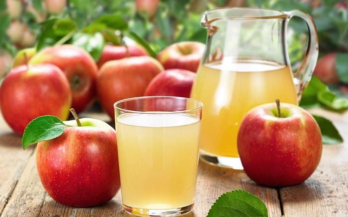 Uống mỗi ngày 1 đến 2 ly nước ép táo để giảm mỡ bụng từ đó giúp giảm cân hiệu quả.