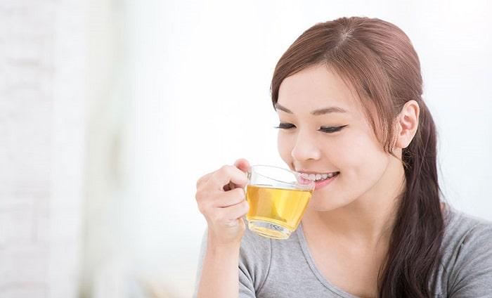 Uống trà xanh giảm cân sau khi đã ăn sáng ít nhất là từ 30 phút đến 1 giờ đồng hồ.