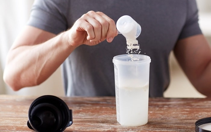 Nên dùng bột whey hay đạm whey cho hợp lý để tránh ảnh hưởng tới sức khỏe.