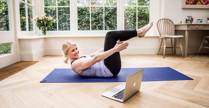 Tự tập Yoga tại nhà với những bài tập cơ bạn giúp giảm mỡ bụng, đùi và cơ thể săn chắc.