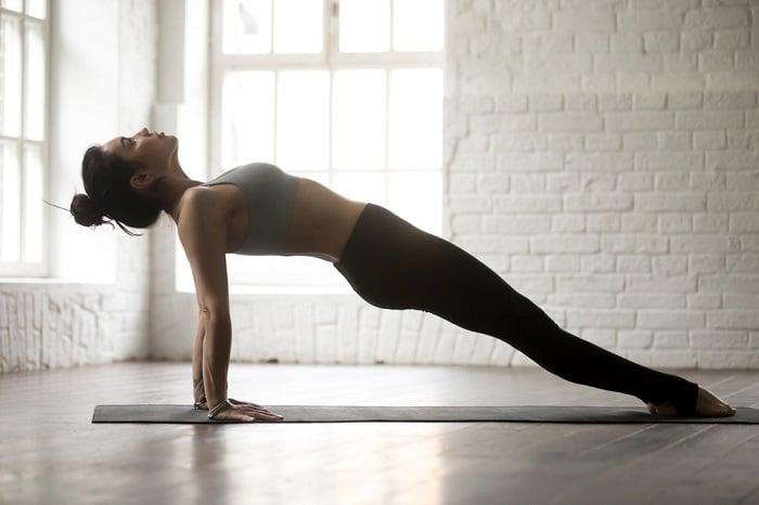 Bài tập yoga này vừa giảm mỡ bụng mà còn làm tăng vòng 1 nữa đấy!