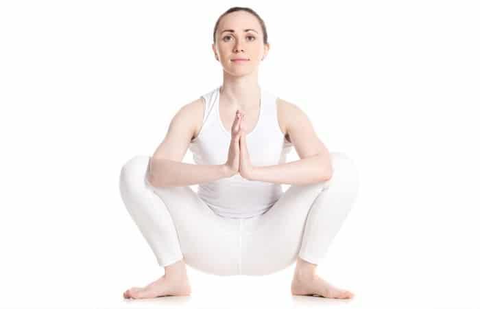Bài tập yoga giảm mỡ bụng này nó còn giúp lưu thông máu tới các vùng hông, đùi và mắt cá chân.
