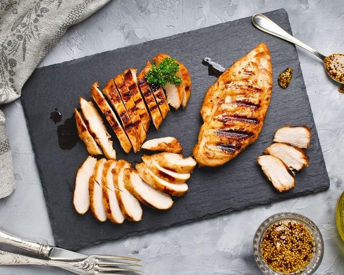 Chế biến món ức gà nướng ngon và bổ ích cho gymer.