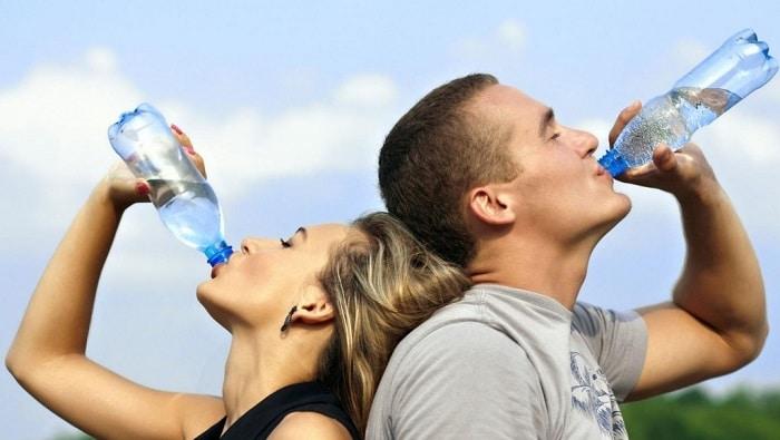 Uống nhiều mỗi ngày cũng là cách để bạn giảm cân sau Tết.