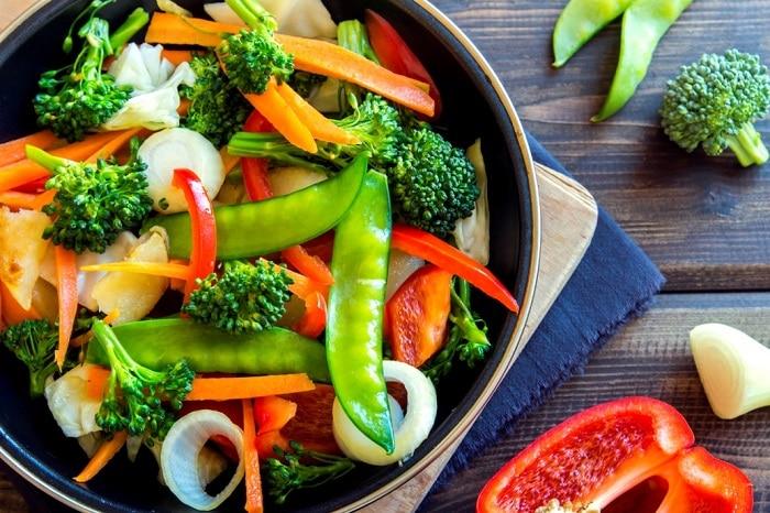 Ăn các loại rau củ trước khi vào bữa ăn chính để giảm cảm giác thèm ăn.