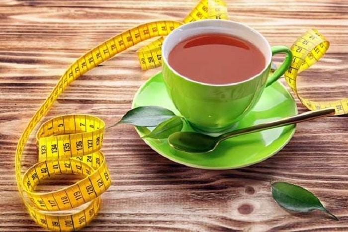 Uống nước trà xanh không chỉ có tác dụng giảm mỡ bụng mà còn chống oxy hóa, ngừa lão hóa.