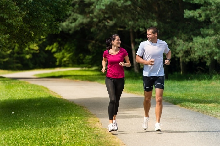 đi bộ có giảm được mỡ bụng không