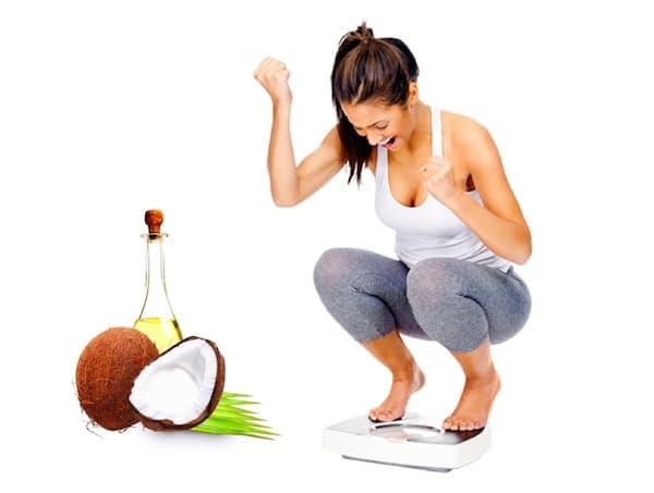 Nên uống nước dừa tươi vào buổi sáng để tốt cho sức khỏe hơn.