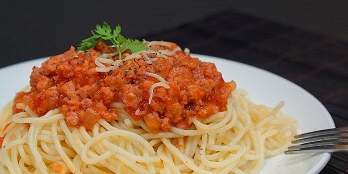 Thay đổi thực đơn bữa trưa giảm cân với mì Ý sốt thịt bò.