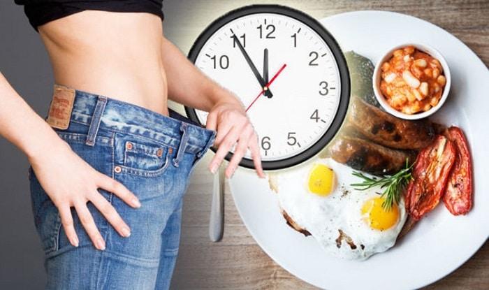Ăn đúng giờ là điều bạn cần phải tuân thủ nếu muốn giảm mỡ bụng, giảm cân.