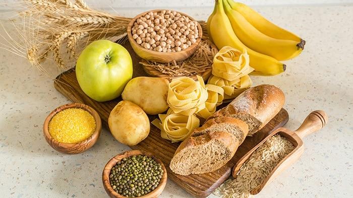 Bánh mì và các loại đậu chứa nhiều tinh bột.
