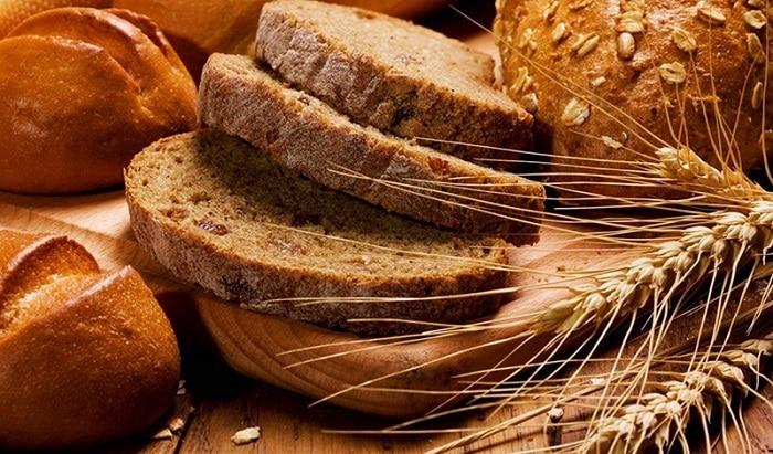 Lúa mạch và lúa mì nguyên hạt là thực phẩm giàu tinh bột tốt cho người giảm béo.