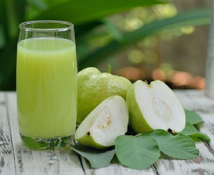 Nước ép ổi thơm dễ uống mà còn giúp bạn giảm cân hiệu quả.