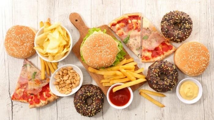 """Thức ăn nhanh là thực phẩm bạn nên tránh xa nếu không muốn lên cân """"vù vù""""."""