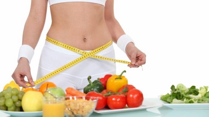 Chế độ ăn uống rất quan trọng trong việc giảm mỡ bụng sau sinh của phụ nữ tại nhà.