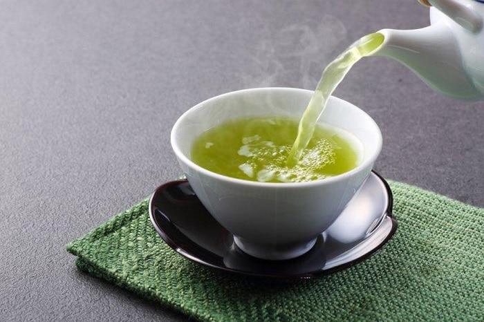 Giảm mỡ bụng bằng trà nóng.