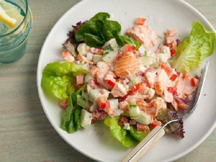 Salad cá hồi cũng được đưa vào thực đơn Eat Clean – ăn sạch.