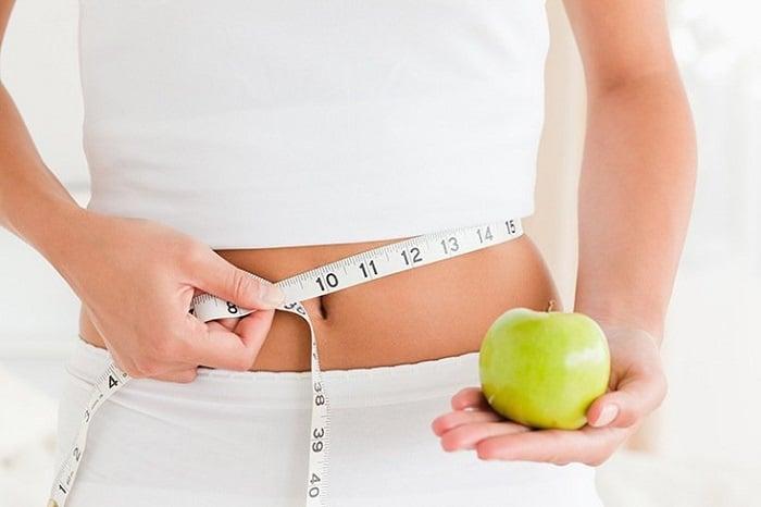 Nước ép táo có công dụng giảm mỡ bụng.