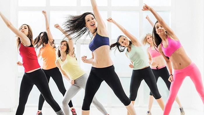 Những động tác đơn giản của bài tập Aerobic nhưng lại có thể giúp bạn giảm mỡ bụng hiệu quả.