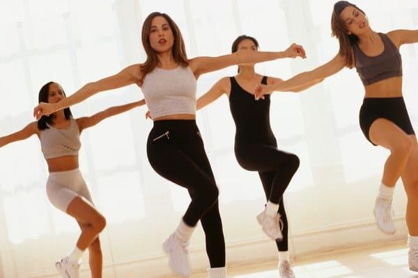 Bên cạnh tác dụng giảm mỡ bụng, các bài tập Aerobic còn có nhiều lợi ích cho sức khỏe khác.