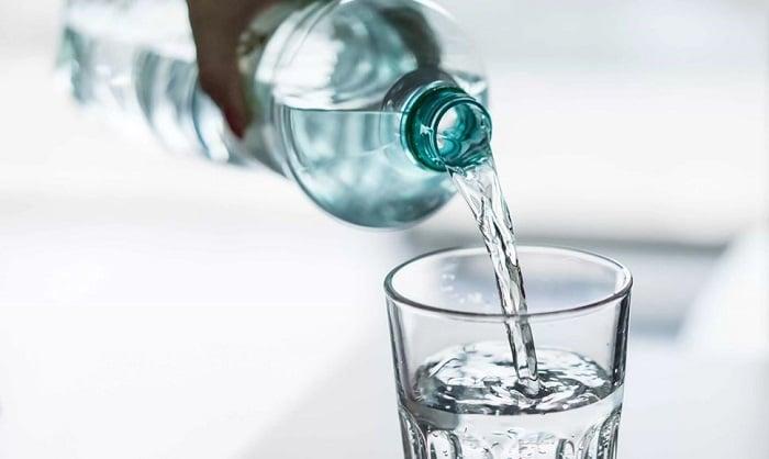 Uống đủ 2 lít nước mỗi ngày.