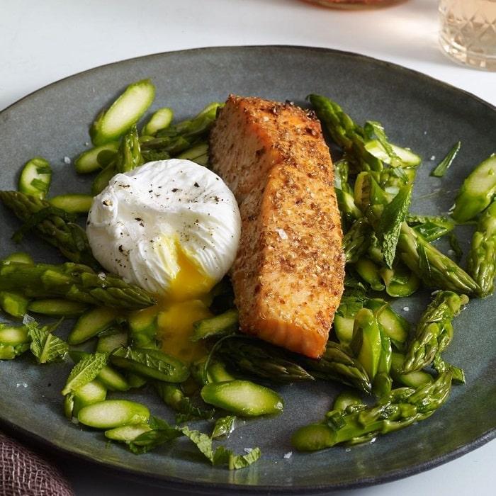 Hay đơn giản hơn với thực đơn cá hồi và măng tây.