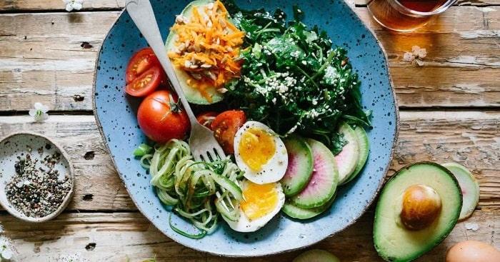 Thực đơn giảm cân ngon miệng từ bơ và trứng luộc.