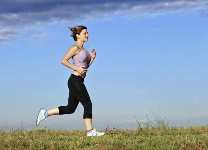 Đi bộ, chạy bộ mỗi ngày cũng là cách giúp bạn giảm cân nhanh nhất hiệu quả hiện nay.